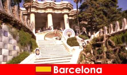 बार्सिलोना में पर्यटकों के लिए सबसे अच्छा प्रकाश डाला गया और जगहें