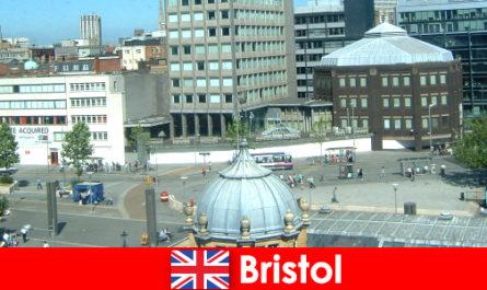 यात्रियों के लिए इंग्लैंड में ब्रिस्टल के शहर में आकर्षण