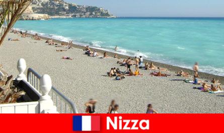 फ्रेंच रिवेरा के अच्छे सुंदर समुद्र तट
