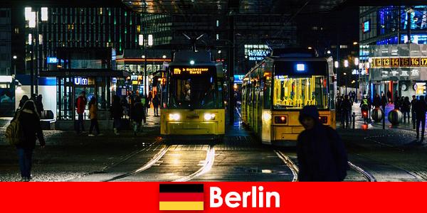 बर्लिन में वेश्यावृत्ति नाइटलाइफ़ से गर्म अनुरक्षण वेश्या के साथ
