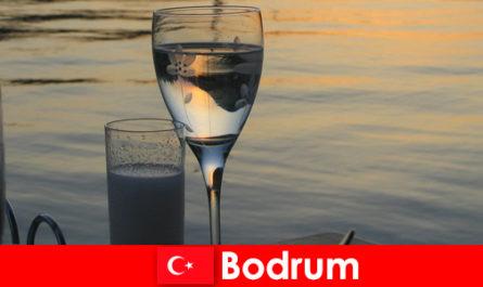 तुर्की में तहखाने डिस्कोथेक क्लब और युवा पर्यटकों के लिए सलाखों