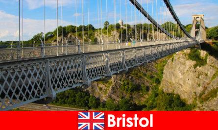 पर्यटन या भ्रमण के साथ ब्रिस्टल में आउटडोर गतिविधियों
