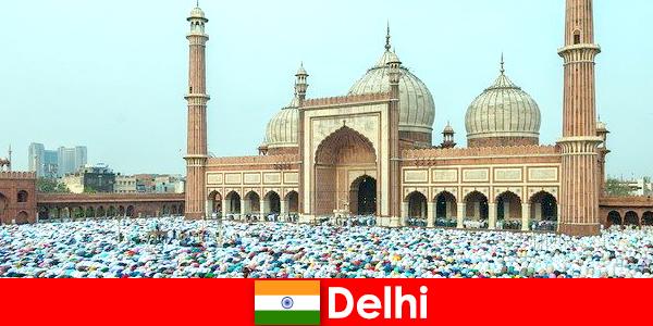 दिल्ली उत्तरी भारत में एक महानगर विश्व प्रसिद्ध मुस्लिम इमारतों की विशेषता