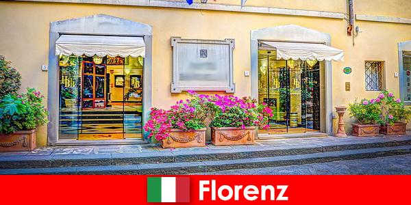 विश्राम के लिए मुफ्त अंदरूनी सूत्र सुझावों के साथ फ्लोरेंस में यात्रा गाइड