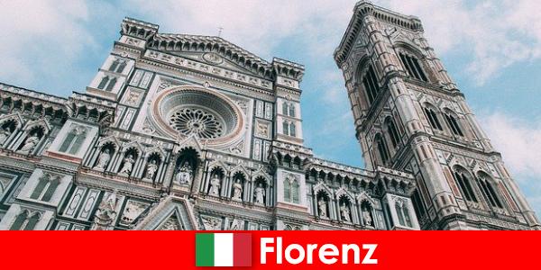 कला इतिहास के कई प्रमुख शहरों के साथ फ्लोरेंस दुनिया भर से आगंतुकों को आकर्षित करती है