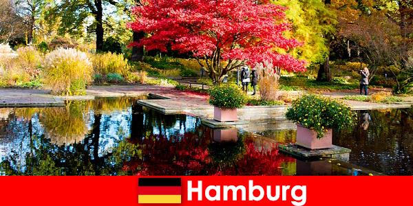 हैम्बर्ग एक आराम छुट्टी के लिए बड़े पार्कों के साथ एक बंदरगाह शहर