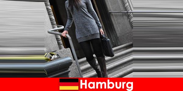 विशेष विचारशील अनुरक्षण सेवा के साथ हैम्बर्ग लाड़ यात्रियों में सुरुचिपूर्ण महिलाओं