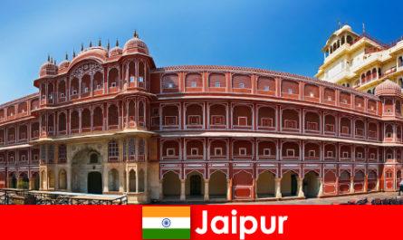 सबसे असाधारण आर्किटेक्चर जयपुर के लिए कई छुट्टियों को आकर्षित