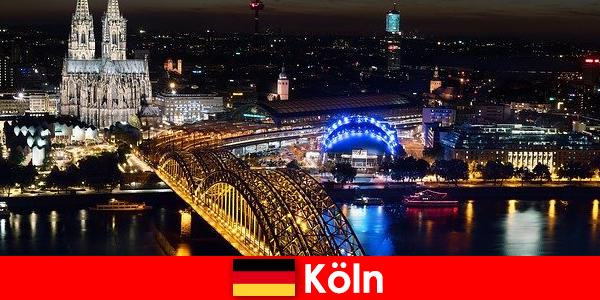 संगीत, संस्कृति, खेल, सभी उम्र के लिए जर्मनी में कोलोन के पार्टी शहर