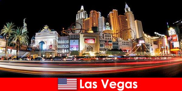 लास वेगास मनोरंजन की दुनिया की राजधानी अपनी नाइटलाइफ़ के साथ विदेशियों प्रसन्न