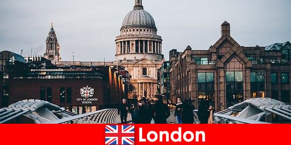 लंदन में मुफ्त प्रवेश के साथ विश्व प्रसिद्ध आधुनिक संग्रहालय हैं