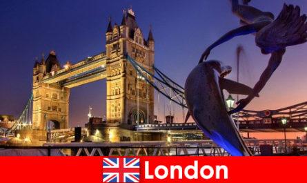 लंदन एक आधुनिक महंगी अपनी परंपराओं के लिए जाना जाता राजधानी