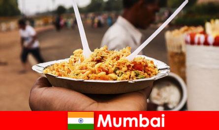मुंबई एक जगह है जो पर्यटकों को अपने स्ट्रीट वेंडर्स और फूड टाइप्स के लिए जानी जाती है