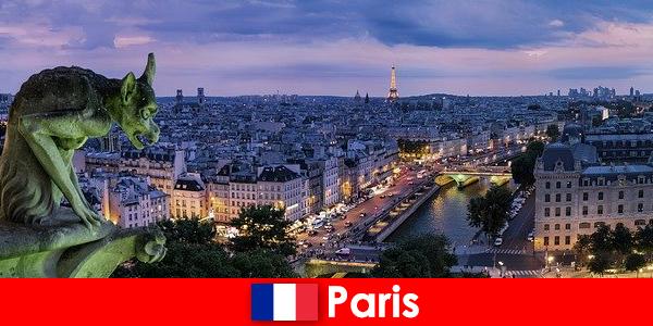 पेरिस इमारतों के साथ एक विशेष आकर्षण के साथ एक कलाकार शहर