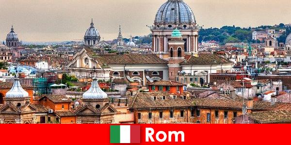 रोम कॉस्मोपॉलिटन शहर कई चर्चों और चैपल के साथ विदेशियों के लिए संपर्क का एक बिंदु