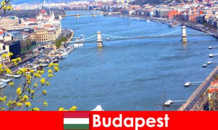 हंगरी में बुडापेस्ट स्नान और कल्याण छुट्टियों के लिए एक लोकप्रिय यात्रा टिप