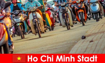 साइकिल चालकों और खेल प्रशंसकों पर्यटकों के लिए हो ची मिन्ह शहर हमेशा एक खुशी