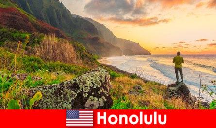 होनोलुलु समुद्र तटों, समुद्र, कल्याण और मनोरंजन छुट्टियों के लिए सूर्यास्त के लिए जाना जाता है