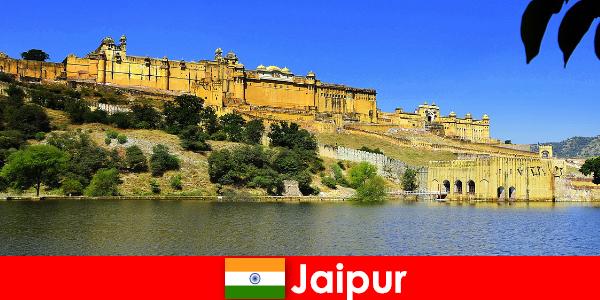 जयपुर में अजनबियों को ताकतवर मंदिर रेत से प्यार