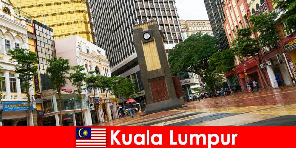 कुआलालंपुर मलेशिया के सबसे बड़े महानगरीय क्षेत्र के सांस्कृतिक और आर्थिक केंद्र