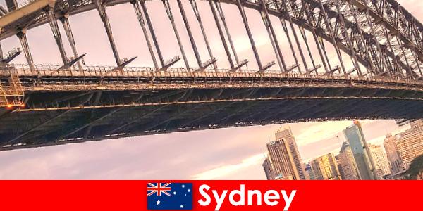 अपने पुलों के साथ सिडनी ऑस्ट्रेलिया यात्रियों के लिए एक बहुत लोकप्रिय गंतव्य है