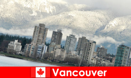 महासागर और पहाड़ों के बीच वैंकूवर अद्भुत शहर खेल पर्यटकों के लिए कई अवसरों को खोलता है