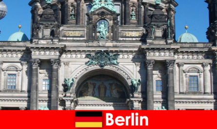 कोविड 19 के बावजूद बर्लिन दुनिया भर से नए पर्यटकों को आकर्षित करती है