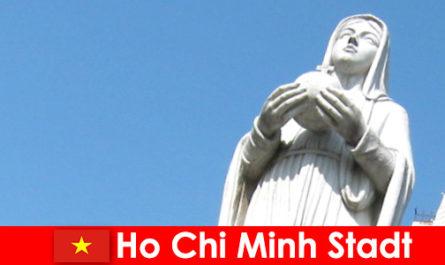 वियतनाम हो ची मिन्ह सिटी के आर्थिक केंद्र विदेशियों के लिए एक गंतव्य