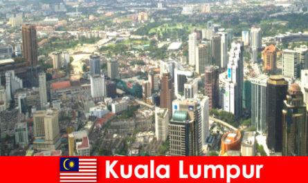 मलेशिया एशिया प्रेमियों में कुआलालंपुर यहां बार-बार आते हैं