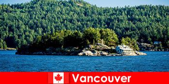 विदेशी पर्यटकों के लिए एक आराम और कनाडा में वैंकूवर के सुंदर प्राकृतिक परिदृश्य में विसर्जित