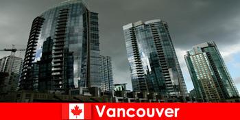 कनाडा में वैंकूवर हमेशा अजनबियों के लिए प्रभावशाली इमारतों के लिए एक गंतव्य है