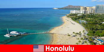 समुद्र से विश्राम पर्यटकों के लिए विशिष्ट गंतव्य होनोलुलु संयुक्त राज्य अमेरिका है