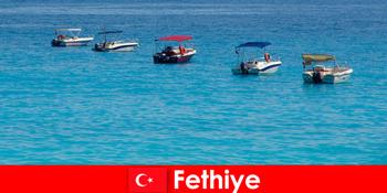 तुर्की ब्लू ट्रिप और व्हाइट समुद्र तटों बेसब्री से मनोरंजन के लिए Fethiye पर्यटकों का इंतजार