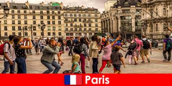 अधिकांश अजनबी एक दूसरे को जानने के लिए पेरिस आते हैं