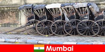 भारत में मुंबई यात्रियों के लिए पूरी सड़कों के माध्यम से रिक्शा की सवारी प्रदान करता है