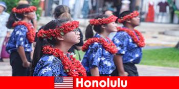 विदेशी मेहमानों को होनोलुलु संयुक्त राज्य अमेरिका में स्थानीय निवासियों के साथ सांस्कृतिक आदान प्रदान प्यार