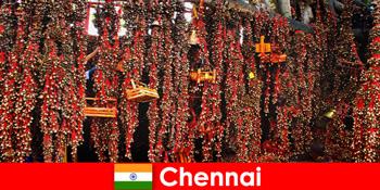 मंदिर में लगता है और देशी नृत्य चेन्नई भारत में अजनबियों का इंतजार