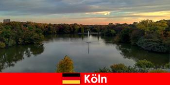 कोलोन जर्मनी के प्रकृति पार्क में वन पर्वत और झीलों के माध्यम से प्रकृति पर्यटन