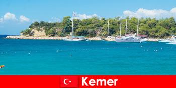 नाव यात्रा और Kemer तुर्की में युवा छुट्टियों के लिए गर्म पार्टियों