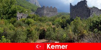 खोजकर्ता के लिए केमर तुर्की के लिए प्राचीन खंडहर के लिए अध्ययन यात्रा