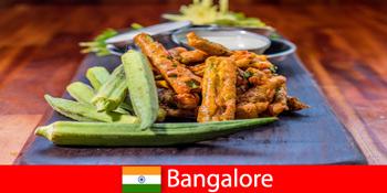 भारत में बैंगलोर स्थानीय व्यंजनों और खरीदारी के अनुभव से यात्रियों के व्यंजनों की पेशकश करता है