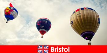 ब्रिस्टल इंग्लैंड पर गुब्बारे की सवारी के लिए बहादुर पर्यटकों के लिए छुट्टियां