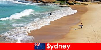 सर्फ पर्यटकों सिडनी ऑस्ट्रेलिया में अंतिम किक का आनंद