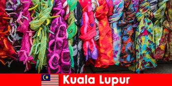 कुआलालंपुर मलेशिया में सांस्कृतिक पर्यटकों उत्कृष्ट शिल्प कौशल का अनुभव