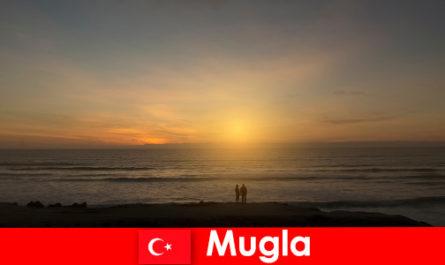 प्यार में दिल पर्यटकों के लिए सुरम्य खण्ड के साथ मुगला तुर्की में ग्रीष्मकालीन यात्रा