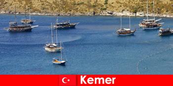 प्यार में जोड़ों और परिवारों के लिए Kemer तुर्की में नाव से साहसिक यात्रा