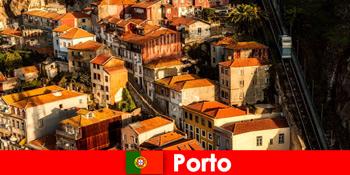 सप्ताहांत पोर्टो पुर्तगाल के पुराने शहर के माध्यम से टहलने
