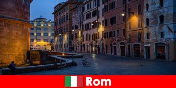 शरद ऋतु में पर्यटकों के लिए लघु यात्रा रोम इटली के लिए सबसे सुंदर स्थलों के लिए