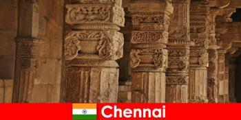 विदेशियों ने चेन्नई भारत का दौरा कर शानदार रंगीन मंदिरों को देखा
