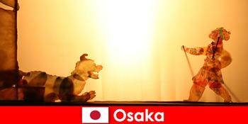 ओसाका जापान एक हास्य मनोरंजन यात्रा पर दुनिया भर से पर्यटकों को ले जाता है